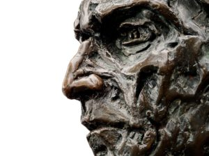 statue-1515390_1920-1200x900